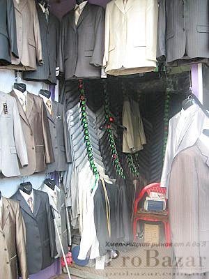 Хмельницкий рынок: большой выбор мужских костюмов