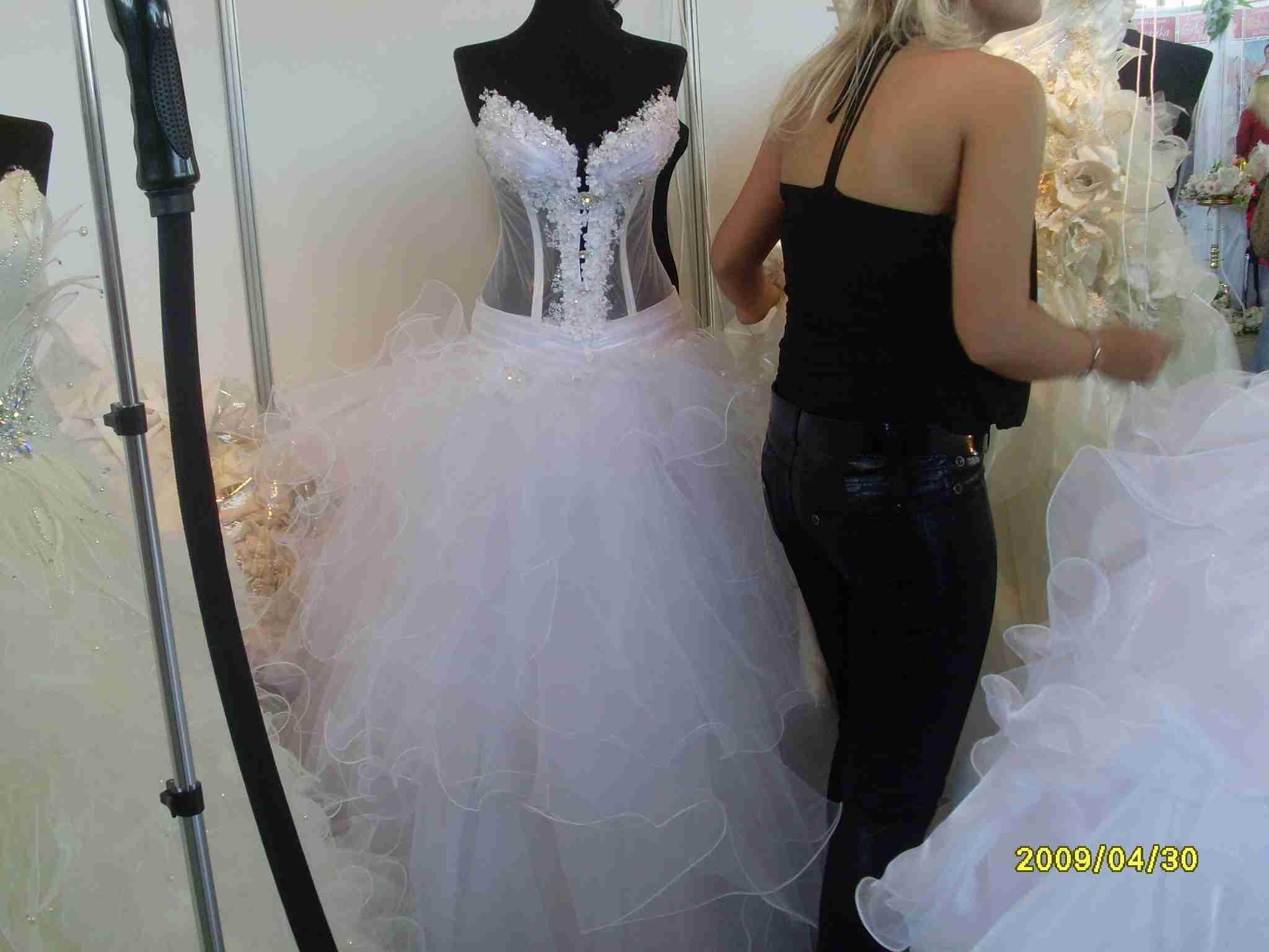 Ищем свадебное платье на Хмельницком рынке